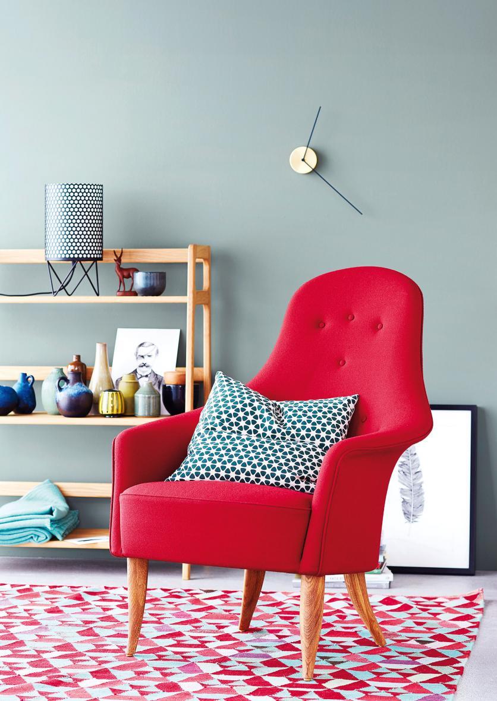 ce4fc19a47 A semleges falak bármelyik élénk kárpitú bútorhoz jó hátteret biztosítanak,  ahogy a natúr kiegészítők is passzolnak az erős színű textilekhez.