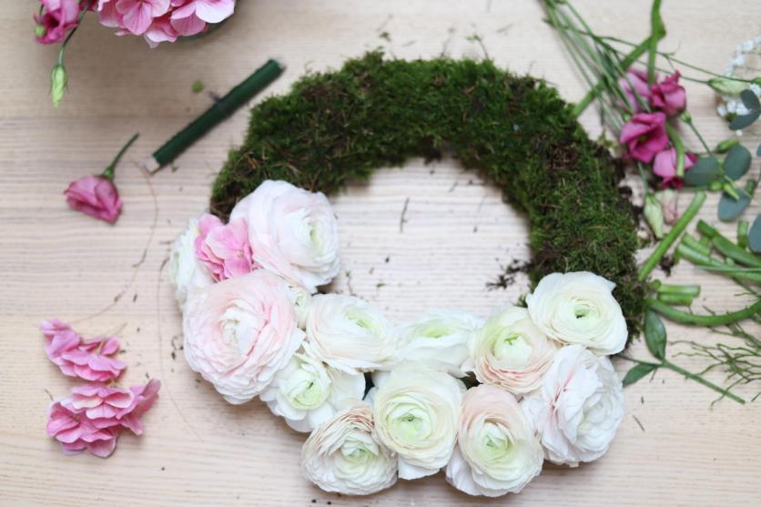 Ajtódísz és koszorú élő virágokkal