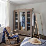 ruhásszekrény a hálószobában