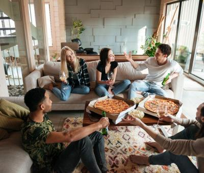 nappali, barátok. pizza