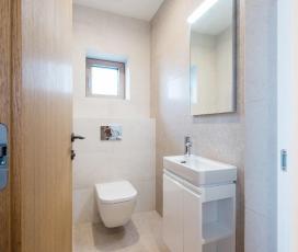 wc, mosdó. kis wc. fehér szeniter