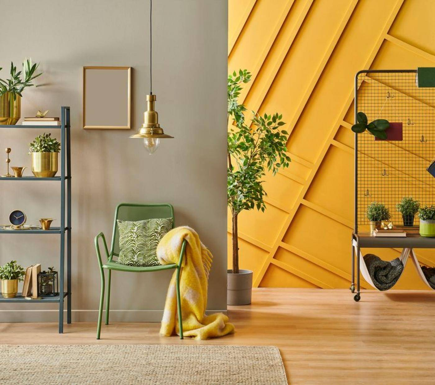 sárga fal, léceszés, zöold szék